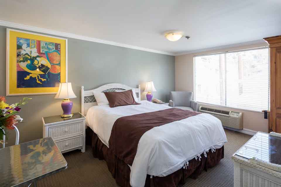Catalina Hotels Glenmore plaza Standard Queen Room