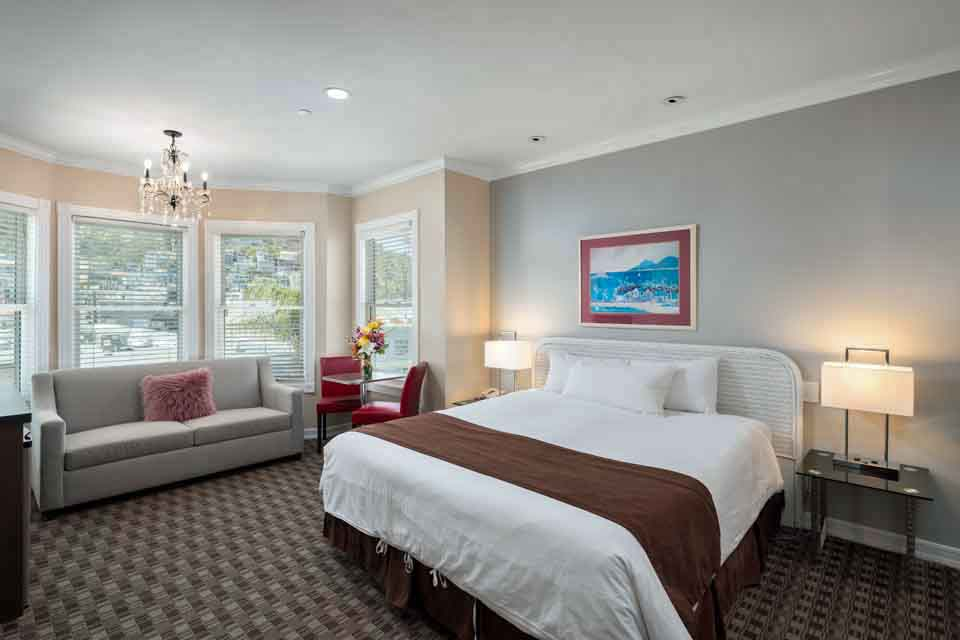 Premium King Suite at Glenmore Plaza